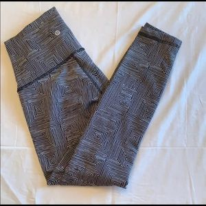 LULULEMON High Rise Black & White Patterned Pants